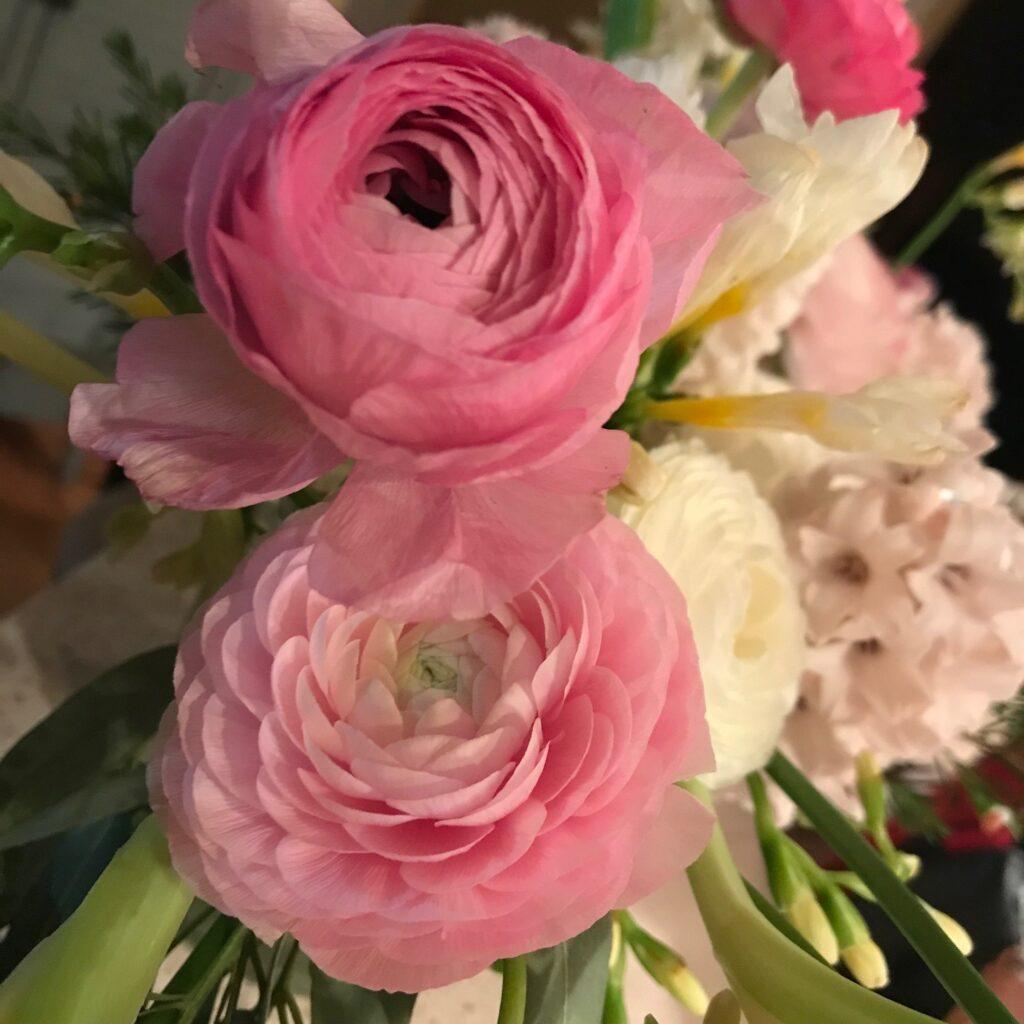 fantasyfloralva.com ranunculus love flowers